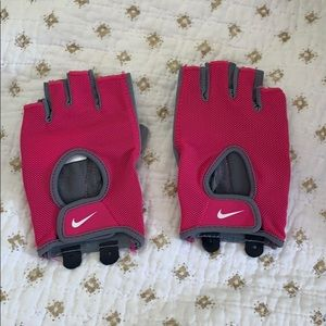 NWOT Women's Nike Fitdry Gloves